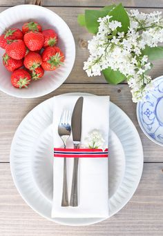 Table setting with touches of red, white, and blue for a fourth of july lunch.