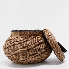 OVAL LARGE BASKET WITH A TASSEL ON THE LID - Baskets - Decoration | Zara Home United Kingdom