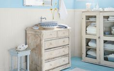 Google Image Result for http://anniesgoathill.files.wordpress.com/2010/01/country-cottage-bathroom.jpg