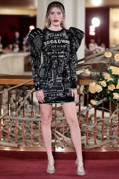 See all the Collection photos from Dolce & Gabbana Spring/Summer 2019 Resort now on British Vogue Vogue Fashion, Runway Fashion, High Fashion, Fashion Show, Fashion Outfits, Fashion Trends, Stylish Dresses For Girls, Nice Dresses, Short Dresses