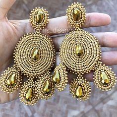 "MS DISEÑOS • Accesorios✨ en Instagram: ""Dorados 👑 #aretesdemoda #aretesnuevos #earrings #earringlove #earringlovers #hechoamano #hechoconamor #hechoenrd #zarcillos #maxiearrings…"""