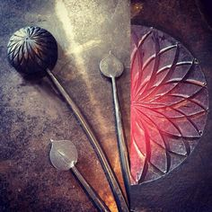 First draft of a pompon dahlia. It always amazes what can be made with a curved chisel and a ball peen hammer. #blacksmith #forged #madeincanada #handmade #steel #flower http://ift.tt/2tcw3TA