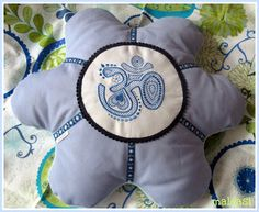 maldasi: Flower-Power-Pillow
