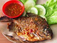 Resep Ikan Bawal Goreng - Bagi yang ingin tahu rahasia cara membuat ikan bawal goreng yang enak dan pedas silahkan masuk sini.