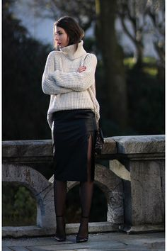 Pencil skirt outfits Cool Winter Outfits Ideas With Pencil Skirt 14 What Women should Wear for Offic Winter Chic, Cool Winter, Winter Rock, Winter Skirt Outfit, Fall Winter Outfits, Pencil Skirt Outfits, Current Fashion Trends, Ideias Fashion, Leather Skirt