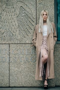 Shawny Sander channels Kelly Bundy. | Read more at H&M Life H&m Fashion, Fashion Online, Looking For Women, Stylish Outfits, Fashion Inspiration, Duster Coat, Street Style, Magazine, Future