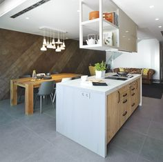 Molins Interiors // arquitectura interior - interiorismo - decoración - casa - cocina - kitchen - isla - mesa - taburete - stool - sala de estar - living room - rústico - picturesque - country