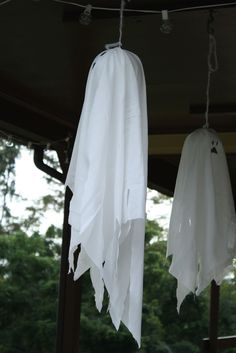 Primitive & Proper: easy diy ghosts use a balloon and a white trash bag!!