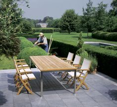 MIXT - Royal Botania : the name reveals the concept. A mix of different materials. The frame is made of noble mature teak, the subframe of stainless steel, and finished with a Batyline upholstery. This series blends perfectly into its environment, be it contemporary or more classical. #outdoor #furniture #luxury #table #teak