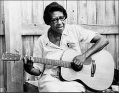 Elizabeth Cotten: Master of American folk music | Smithsonian Folkways