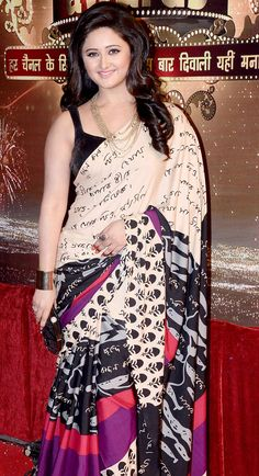 Rashmi Desai poses on the red carpet of Indian Television Awards 2013. #Bollywood #Fashion #Style #Beauty