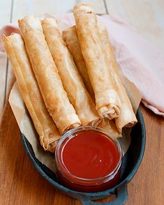 Recept: Vietnamese loempia's met loempiasaus - Savory Sweets Vegetarian Recipes, Snack Recipes, Cooking Recipes, Drink Recipes, Low Calorie Snacks, Quick Healthy Meals, High Tea, Finger Foods, Asian Recipes