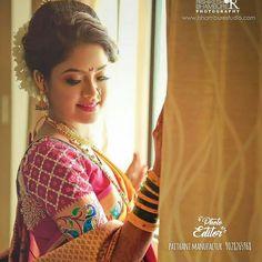 प्रतिमेत याचा समावेश असू श्ाकतो: 1 व्यक्ती Indian Wedding Poses, Bridal Hairstyle Indian Wedding, Indian Wedding Photography Poses, Indian Wedding Hairstyles, Indian Bridal Wear, Indian Wedding Outfits, Diwali Photography, Marathi Saree, Marathi Bride