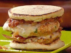 Cheeseburgers Duplos de Peru com Bacon e Molho de Tomate Assado - Food Network