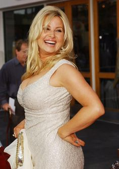 Jennifer Coolidge 5' 10""
