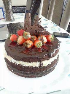 Lindo naked cake. Cassia Rafaela no Facebook do Eduk|Confeitaria.