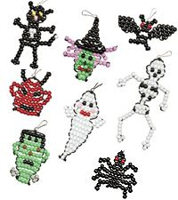 Halloween Beading Crafts Patterns (using pony beads) Pony Bead Projects, Pony Bead Crafts, Beaded Crafts, Beaded Ornaments, Plastic Bead Crafts, Halloween Beads, Adornos Halloween, Halloween Crafts, Holiday Crafts