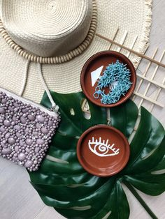 Bohemian jewelry holder mud print  DIY- easy substitute for paint that any student would have- http://hapinesswherever.com/2017/04/bohemian-jewelry-holder-diy/