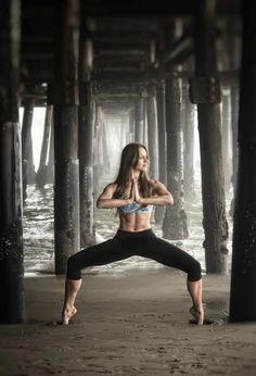 Ever need inspiration to work harder in class? Look at this ridiculously amazing photo of LA master teacher Jenn Korbee. Ummm WOW!