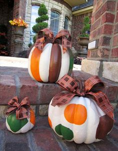 fall pumpkin decorating As much as I dislike Halloween and fall This is cute Fall Pumpkins, Halloween Pumpkins, Halloween Crafts, Halloween Clothes, Carving Pumpkins, Pumpkin Carvings, White Pumpkins, Costume Halloween, Fall Crafts