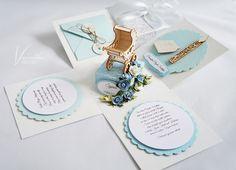 Z wózeczkiem na chrzest – Pudełka dla dzieci - kolor: kość słoniowa, szaroniebieski, biały, wymiary: 10*10*10cm – Artillo
