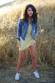 Selena Gomez in Hit The Lights music video-outfit Selena Gomez Pictures, Selena Gomez Style, Celebrity Outfits, Celebrity Style, Love Fashion, Fashion Outfits, Summer Outfits, Cute Outfits, Online Clothing Boutiques