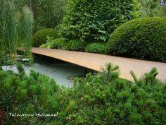 Minimalist Landscape Bridge | Tuindesign: Chelsea Flower Show 2011 Irish Sky Garden van Diarmuid Gavin
