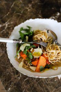 Zucchini, Pasta, Kraut, Japchae, Ethnic Recipes, Food, Vegetarian Recipes, Food Portions, Easy Meals