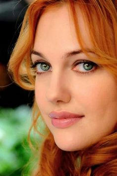 Post pictures of beautiful redheads. Gorgeous Redhead, Beautiful Eyes, Beautiful Red Hair, Hottest Redheads, Turkish Beauty, Redhead Girl, Woman Face, Green Eyes, Pretty Face