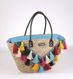 Košík z morskej trávy Kbas s ozdobnými strapcami pestrofarebný