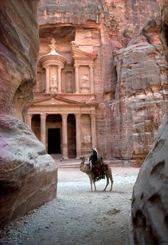 Great Places, Beautiful Places, Places To Travel, Places To Visit, Temple Ruins, Jordan Travel, City Aesthetic, Travel Tours, Wanderlust Travel