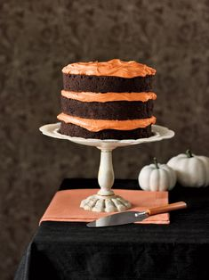 Chocolate Pumpkin Cake and Cupcakes. Have your cake and cupcakes, too! One recipe yields chocolatey pumpkin spice cupcakes or a triple-layer cake Halloween Desserts, Bolo Halloween, Thanksgiving Desserts, Halloween Cakes, Halloween Party, Holiday Desserts, Holiday Pies, Adult Halloween, Halloween Ideas