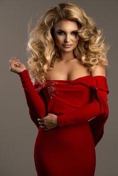 Cute woman in gorgeous dress by artur k on 500px