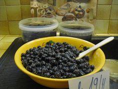 Préparation des olives noires au sel ou en saumure