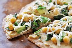 Vegan Hummus Avocado Chickpea Pizza with kale, spelt crust Easy and delicious alternative to chips and hummus. Vegan Dinner Recipes, Vegan Dinners, Veggie Recipes, Whole Food Recipes, Vegetarian Recipes, Cooking Recipes, Healthy Recipes, Kale Pizza, Veg Pizza