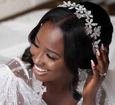 Classic Hairstyles, Unique Hairstyles, Bride Hairstyles, Wedding Bun, Wedding Hair Pieces, Wedding Ideas, Minimal Wedding Dress, Wedding Hair Accessories, Bridal Headpieces