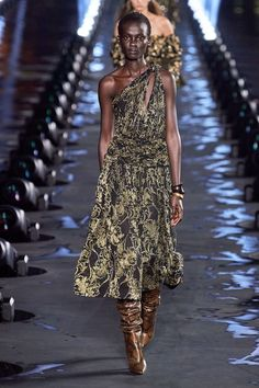 Saint Laurent Spring 2020 Ready-to-Wear Collection - Vogue - Winter Fashion Fashion Week, Fashion 2020, 90s Fashion, Runway Fashion, High Fashion, Womens Fashion, Paris Fashion, Saint Laurent, Ysl
