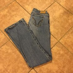 Light Wash Hollister Jeans Size:0 Light Wash Hollister Jeans Size:0 Short Flare but not extra wide. Hollister Jeans Flare & Wide Leg