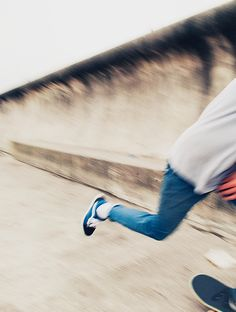 I love action shots like this... always wanted to photograph fast pace sports, such as skateboarding. Wicked challenging!