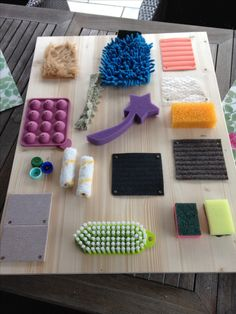 Baby Activity Board, Baby Sensory Board, Baby Sensory Play, Sensory Activities Toddlers, Sensory Toys, Baby Play, Infant Activities, Diy Montessori Toys, Baby Learning