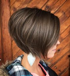 Short Stacked Brown Bob