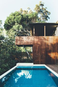 Thanks to some clever innovations, this tired beach house by Teeland Architects takes full advantage of its site overlooking the rainforest. The clients purchased a late 70's brick beach house in Little Cove on the Sunshine Coast for a subtropical escape from the cool southern climate. The