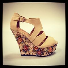 Cutouts and floral print...amazing! #shoes #wedges #floral