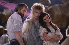 Jim Henson, David Bowie, and Jennifer Connelly on the set of Labyrinth Photo by John Brown. © The Jim Henson Company. David Bowie Labyrinth, Labyrinth Movie, Bob Marley, Jim Henson Labyrinth, Pixar, Photos Rares, Fraggle Rock, Goblin King, Marvel