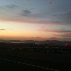 Atardecer en Vigo. Todos iguales pero todos diferentes  #sunset #sun #pretty #beautiful #red #orange #pink #sky #skyporn #cloudporn #nature #clouds #horizon #photooftheday #instagood #gorgeous #warm #view #night #silhouette #instasky #all_sunsets #vigo #igersvigo #igerspontevedra #galicia #spain #awesome