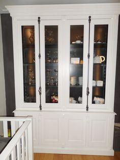 boekenkast op maat. paneel deurtjes kast op raam raamkozijn tussen ...