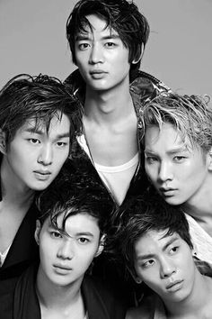 Shinee #kpop (clockwise, starting from the top...where the 12 is supposed to be) Minho (Rapper), Key (Rapper, Vocal, Dancer), Jonghyun (Vocal), Taemin (Maknae, Vocal), Onew (Leader, Vocal)