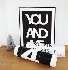 *Przedmiotem sprzedaży jest plakat z czarno-białą, autorską grafiką w stylu skandynawskim i loft.*  Grafika jest wydrukowana na papierze dedykowanym do druku plakatów, o wysokim współczynniku...