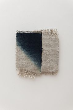 [ Tohoku - Ⅱ ] thread, hogoshi (Japanese recycled old paper)|Gradation cm|Photo: Nobutada Omote Textile Dyeing, Weaving Textiles, Weaving Art, Tapestry Weaving, Textile Art, Hand Weaving, Painted Warp, Indigo, Japanese Colors