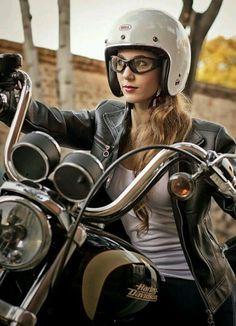 Harley Davidson News – Harley Davidson Bike Pics Cafe Racer Helmet, Cafe Racer Girl, Motorbike Girl, Motorcycle Style, Biker Style, Motorcycle Gear, Lady Biker, Biker Girl, Harley Davidson